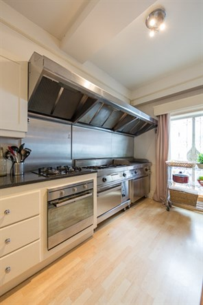 Kitchen at Falcon Road London Vacation Rental - Ivy Lettings